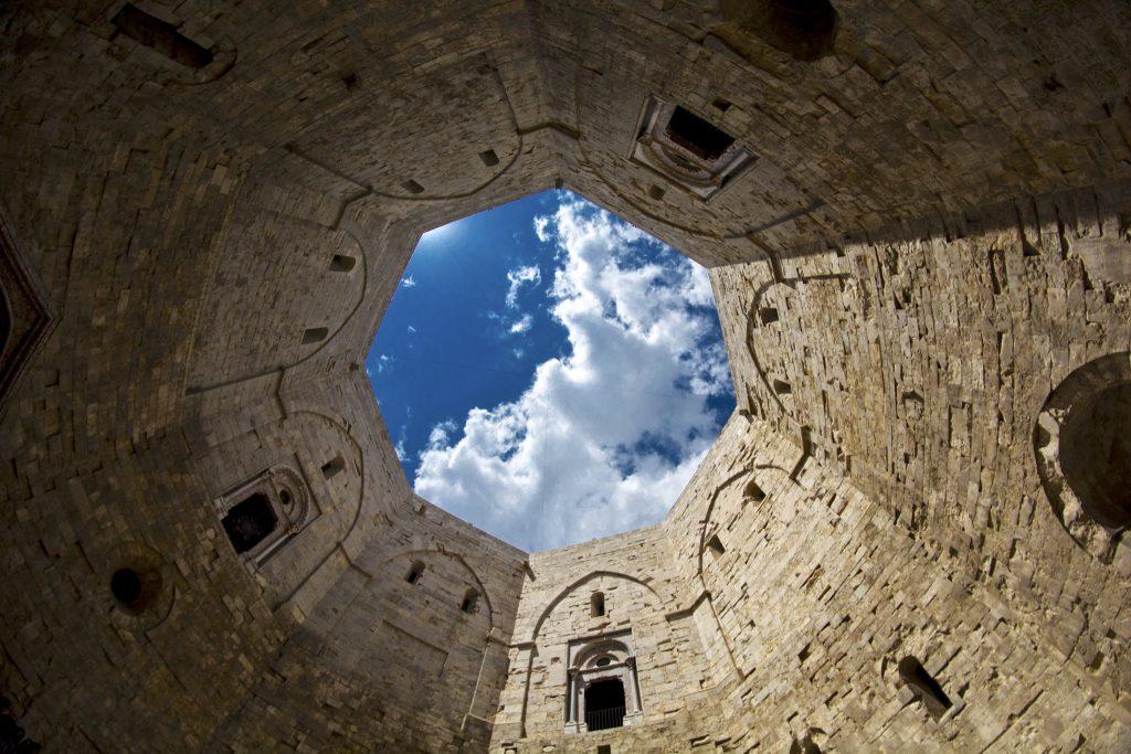 Castel del Monte interno
